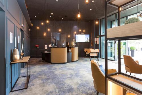 The lobby or reception area at Odalys City Paris XVII