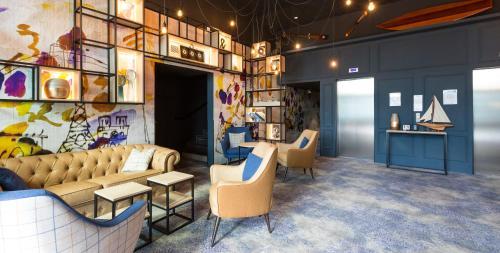 The lounge or bar area at Odalys City Paris XVII