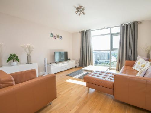 INCREDIBLE 2 Bed Apartment with views & Parking!