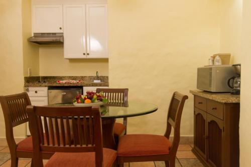A kitchen or kitchenette at Royal Villas Resort
