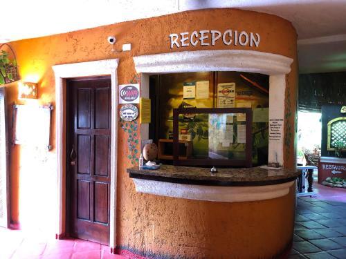 De façade/entree van Hotel El Rancho Sosua