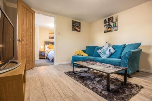 Contemporary 1 bedroom flat in North Oxford with parking