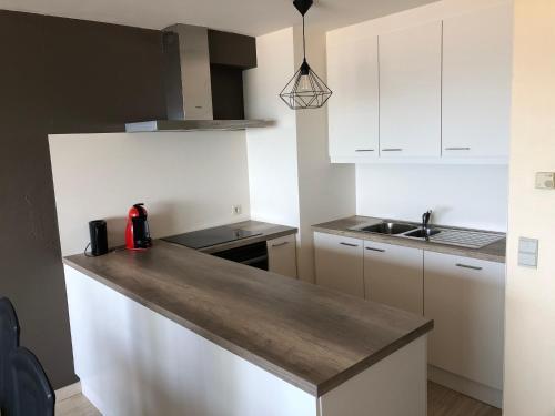 Cuisine ou kitchenette dans l'établissement Apartment Magnum 2
