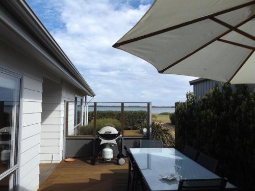 A porch or other outdoor area at Coorong Waterfront Retreat