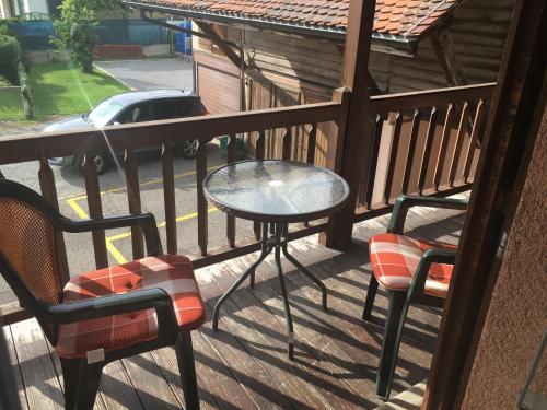 Ein Patio oder anderer Außenbereich in der Unterkunft Au P'tit Bonheur