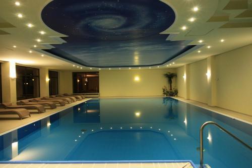 Der Swimmingpool an oder in der Nähe von Wald-Hotel Heppe