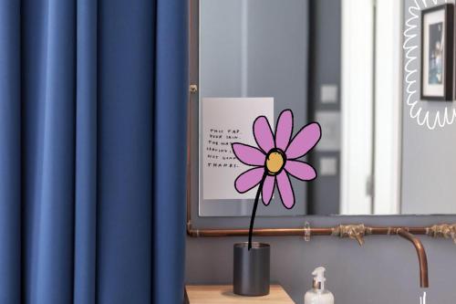 Sertifikat, penghargaan, tanda, atau dokumen yang dipajang di Esqina Urban Lodge