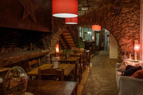 A restaurant or other place to eat at La Calma de Bellver