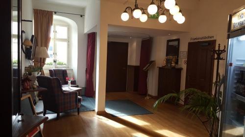 Lounge oder Bar in der Unterkunft Hotel Goldener Adler