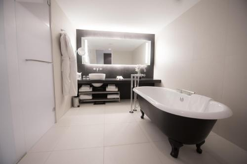 A bathroom at InterContinental Marseille - Hotel Dieu