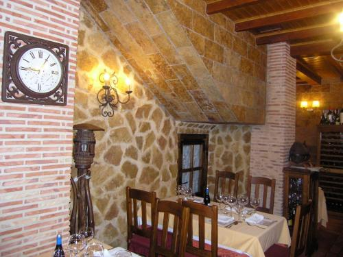 A restaurant or other place to eat at Hotel Doña Isabel