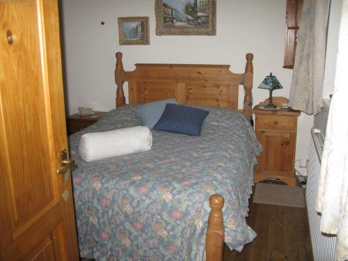 A bed or beds in a room at Avebury Life
