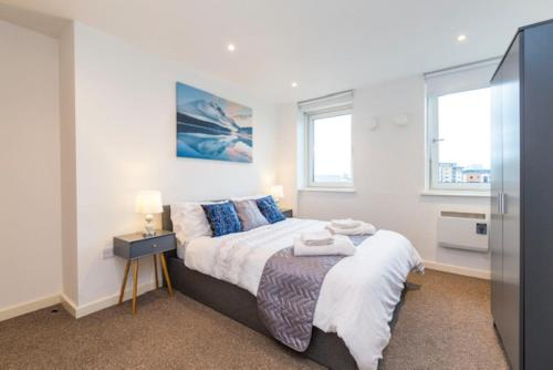 Modern City Centre Apartment Ideal for Holiday, Contractors, Quarantining