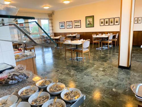 Ein Restaurant oder anderes Speiselokal in der Unterkunft Hotel am Rathaus