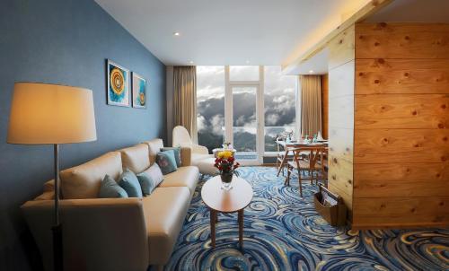 Welcomhotel By ITC Hotels Shimlaにあるラウンジまたはバー