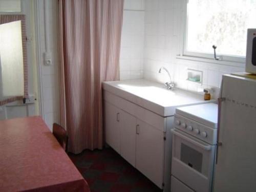 A kitchen or kitchenette at Maison Les Sables-d'Olonne, 4 pièces, 6 personnes - FR-1-92-664