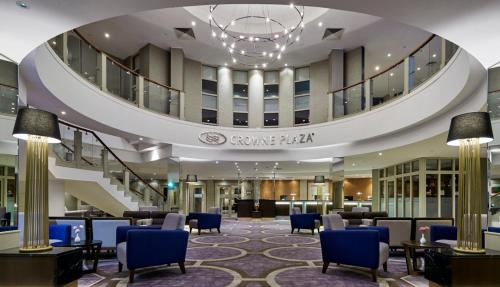 A restaurant or other place to eat at Crowne Plaza - Belfast
