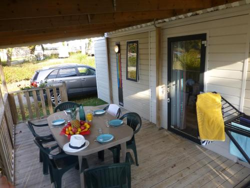 A porch or other outdoor area at Camping Eden