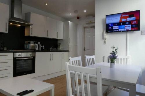 2 Bedroom Aprtmnt For Upto 8 Nr Centre, Uni &Parks