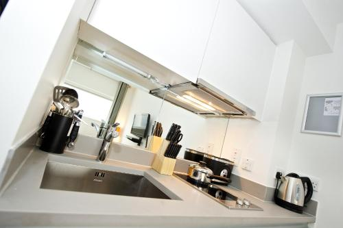 A kitchen or kitchenette at Staycity Aparthotels Greenwich High Road