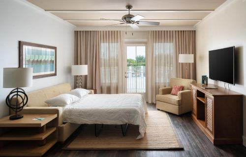 A room at Waterline Marina Resort & Beach Club, Autograph Collection
