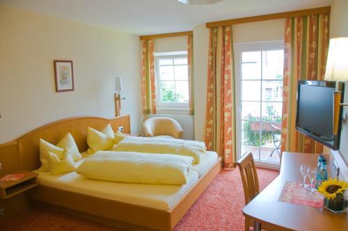 Ein Bett oder Betten in einem Zimmer der Unterkunft Gasthof Rose