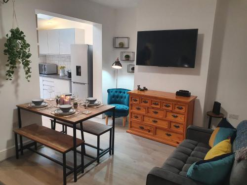 Victoria House - 3 Bedrooms, 3 Bathrooms by Cliftonvalley Apartments