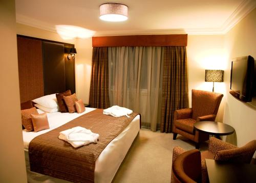 A bed or beds in a room at The Popinjay Hotel & Spa