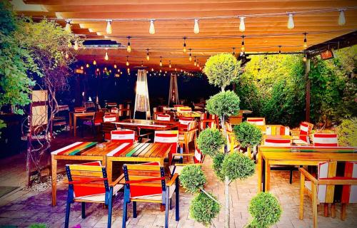 A restaurant or other place to eat at Pensiunea Milexim