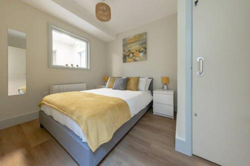 Apartment 3, Isabella House, Aparthotel, By RentMyHouse