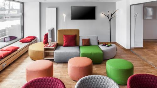 The lounge or bar area at Holiday Inn Munich - Leuchtenbergring