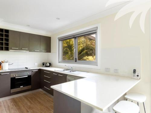 A kitchen or kitchenette at Palms House