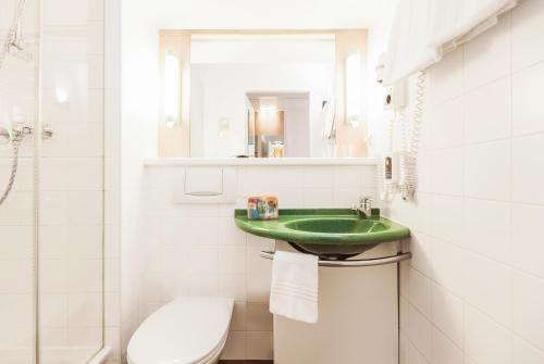 A bathroom at Ibis Graz