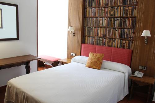 Una habitación en Hotel El Bedel