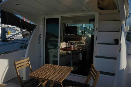 Yate de lujo en getxo Luxury yacht in Getxo
