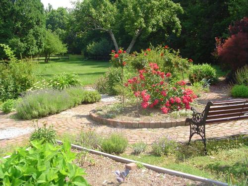 A garden outside Stephen Clay Homestead Bed and Breakfast
