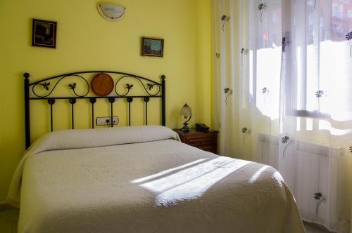 Una cama o camas en una habitación de Hostal Algodon