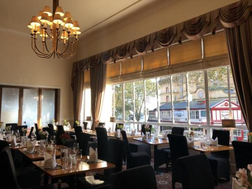 A restaurant or other place to eat at Royal Hotel