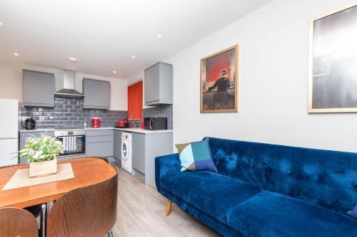 Designer 2 Bed Apartment Short Walk to Horsham Train Station, Abbey 8