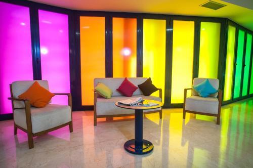 A seating area at Ibis Styles Zaragoza Ramiro I