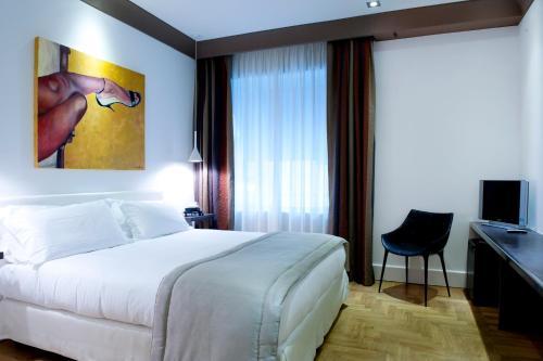 A bed or beds in a room at Hotel Principe Di Villafranca