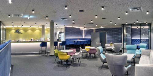 The lounge or bar area at Hotel Adler Münster