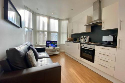 2 Bedroom Apartment Near City Centre, Uni & Parks!