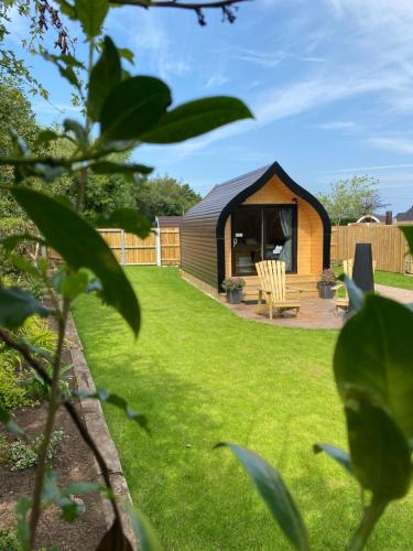 Benone Getaways- 'Binevenagh Hideaway' - Exclusive Luxury Glamping Pod - with Private Hot tub
