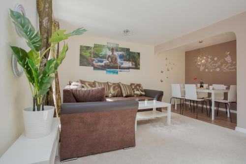 Clayburn House - TJ Serviced Property