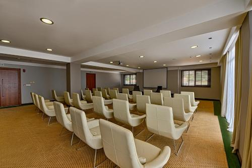 The business area and/or conference room at Apostolata Island Resort and Spa