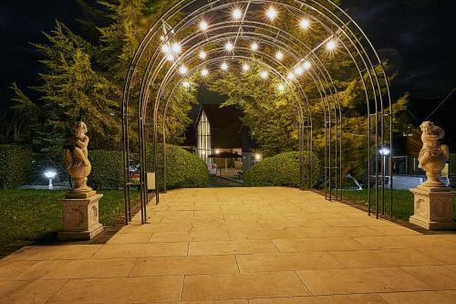 A garden outside The Sharnbrook Hotel