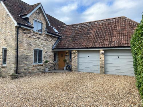 Luxury Wiltshire Holiday Home Cottage with Swimming Pool - sleeps 7