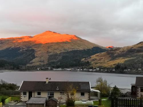 Loch and hill views, Lochgoilhead @ 2CV