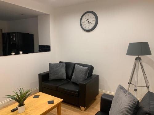 HEATON APARTMENT WHITIN WALKING DISTANCE TO SHOPS AND RESTAURANTS